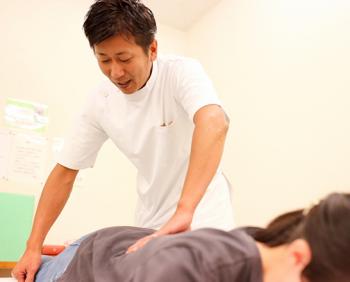 国家資格を取得してから5年以上現場で治療している施術者が、治療を行います。